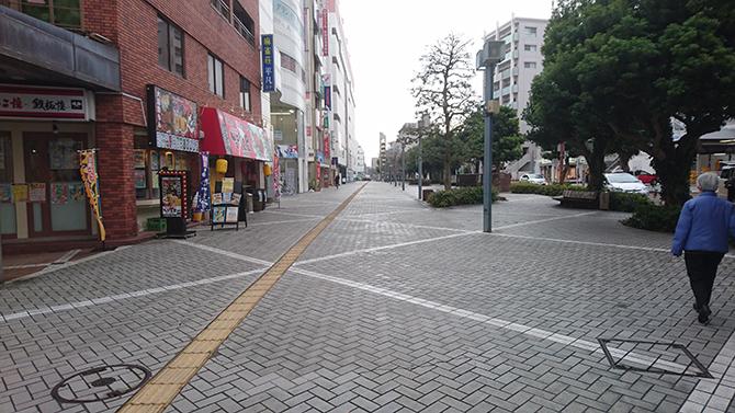そのまま前進して左手側に見えてくるのがカードラボ浜松店です!